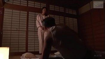 Asia stiefmoeder geneukt man van de man (Zie meer: shortina.com/NC8ku)