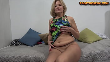 Nude Nylons Mommy Finger Fucking Her Wet Pussy