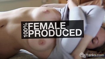 Short haired amateur babe from Yanks Quinn masturbating her puffy pussy