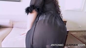 سمينة عزراء خجلانة اجت يم انطونيو و طلبت منه ينيكها و يفصخها