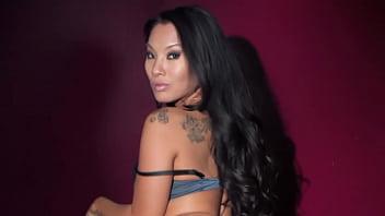 Hot slut gets nude