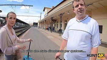 HUNT4K. Hunter si incontra con cutie alla stazione ferroviaria e la scopa per soldi