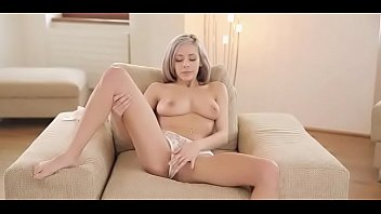 Solo gal rubs love tunnel thoroughly