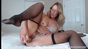 Milf Cam Model Housewife Fucks Ass On Live WebCam