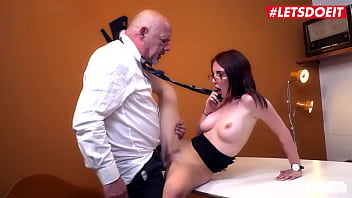 BUMS BUERO - #Lia Louise - Deutsche Girl Blows And Fucks With Boss For A Raise