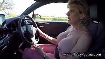 Mature British lady pulls her...