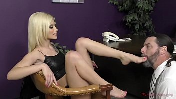 Blonde Teen Applies for a Job And Ends Up As the New Boss - Kiara Cole - Ass Worship