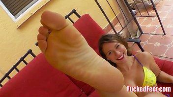 Sexy Young Babe Gives Footjob and Worshipped! Thumbnail