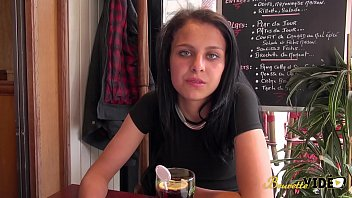 Jeune algérienne de 20 ans...