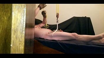 Ball stretcher hoist