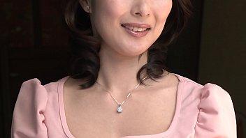 川嶋穂花さん36歳、専業主婦。結婚8年目のご主人との間に女の子を授かり、現在は家族三人で幸せに暮らす栃木県在住の美人奥様。