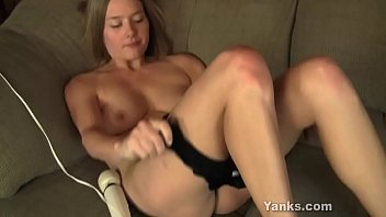 Sexual Yanks amateur girl Star vibrating and toying her delicious beaver