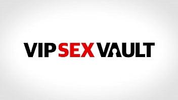 VIP SEX VAULT - Julia De Lucia & Sicilia Model - Awesome Foursome With A Romanian Sexy Brunette