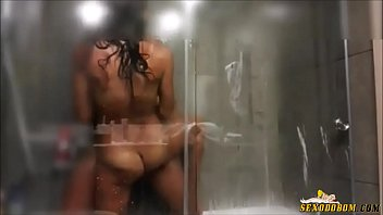 Fucking the hot girlfriend under the shower