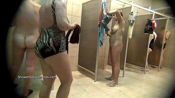 (VOYEUR) Hidden camera in real public shower rooms