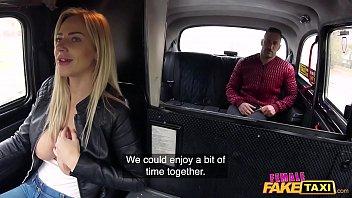 Nữ giả mạo taxi dụ dỗ anh tây làm tình trên xe