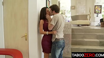 Hot beauty stepmom enjoys the big dick of stepson - Tabitha Stevens, James Deen