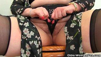 BBW milf Jayne Storm from the UK lets us enjoy her voluptuous and plentiful body when she satisfies her hairy fanny in the bathroom. Bonus video: English BBW milf Vintage Fox.