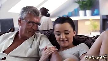 abuelo follando con joven