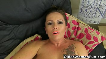 Sexy mature Sam from the UK lets a massager do its thing on her ripe clit (now available in Full HD 1080P). Bonus video: Queen of Scotland Toni Lace.