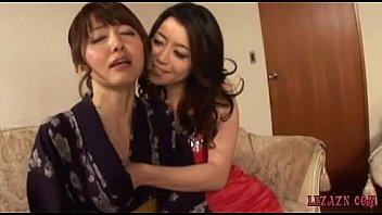 Asiatische Frau In Kimono Bekommen...