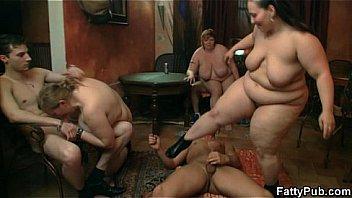 Extrem Dicke Schülerin mit MEGA Titten beim ersten Porno Dreh - Fat Teen