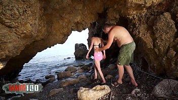 Terry Kemaco follando en la playa con una morenita francesa muy flaqua