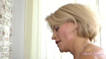 Hairy Pussy Mature Diana gets out of the SHOWER and FUCKS