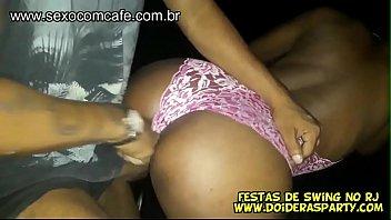 Mais uma putaria amadora com a carioca Arlequina e o namorado trepando com dois machos pro Jr Doidera filmar