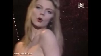 Watch Rubia se desnuda en programa de tv frances preview