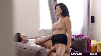 Cumming On StepMoms BigTits S9:E1