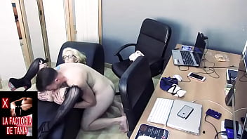 Pussy fucked on the couch and fucked blonde