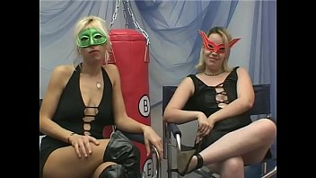 Two Lesbians start to take it in every holes - Mascherine Italiane