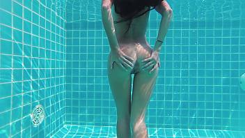 Teen undressing herself sexy underwater