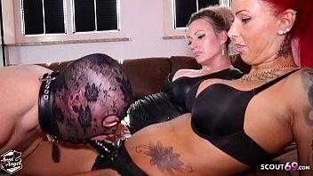 Anni Angel und Freundin ficken von alten Nachbarn den Arsch heftig in BDSM Session durch