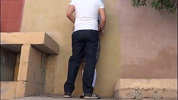 Estudiante puta se sale de la escuela con un amigo del turno de la tarde para tener sexo