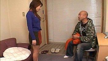 Juri Wakatsuki uses vibrator in her crack