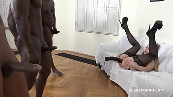 Emily Ross klaffende anal