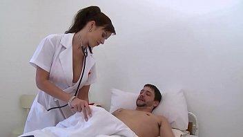 infirmière, gros seins, enculée à l'hopital.