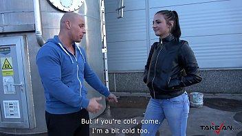 Rude Guy Picks him Up a Slut to Fuck her Wildly in the Van