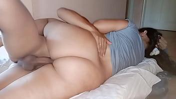 Milf latina con gran culo tiene sexo caliente con un chico