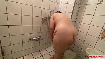 最強の素人素朴巨乳おデブさんの肥満を拝もう。巨漢107キロのHカップの爆乳が揺れる揺れる。 インタビュー フェラ シャワー編 OSAKAPORN