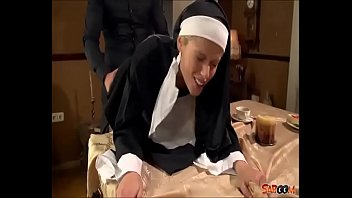 Vater Fickt jungfrau Nonne in den Mund und Arschloch