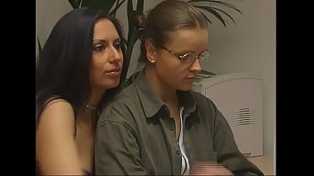 Deutsche Kaffeeklatsch Tanten beim Dreier durch gefickt