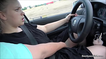 Teen with big ass gets fucked in car