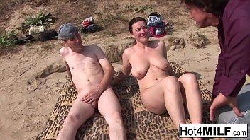Hot babe gets banged hard outside