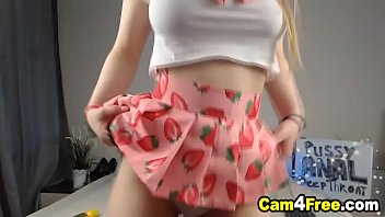 Very Pretty Babe Suck Toy Then Fuck Her Pussy on Vpornlive.com
