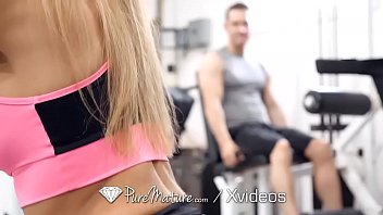 Blonde gives lucky gym guy her pussy