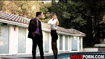 Beautiful realtor Natalia Starr fucks with her client
