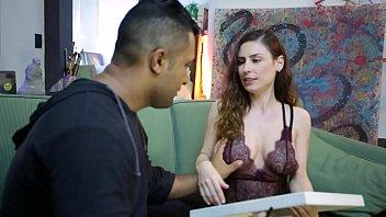 Loupan não resiste e fode a professora de artes no atelier
